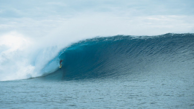 Danny Fuller &#8211; Massive Cloudbreak Barrel