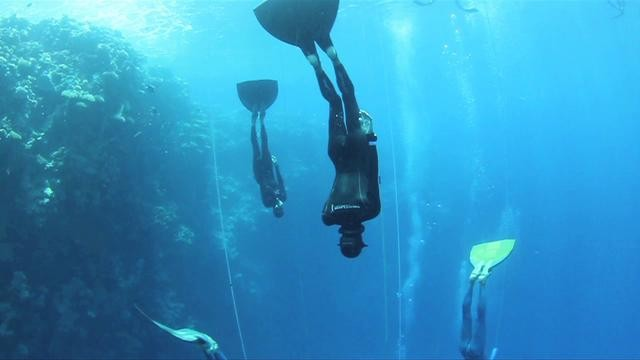 Feeediving The Blue Hole at 60m