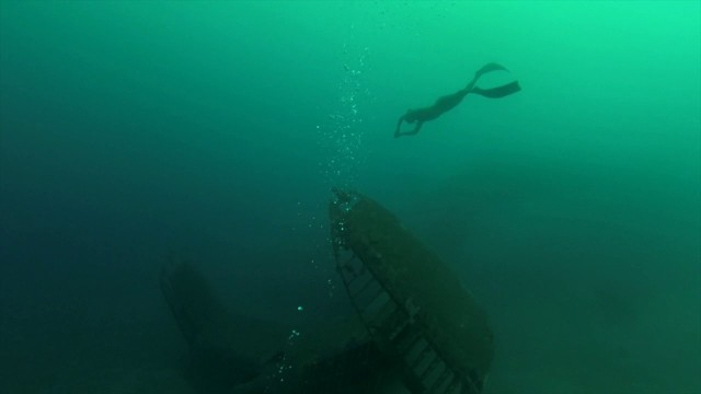 [Freediving] World War II seaplane wreckage