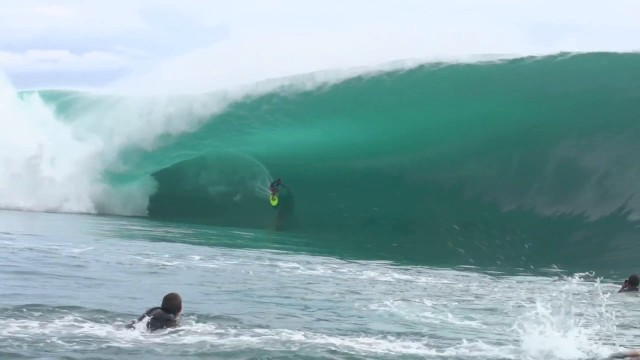 [SURF] Matahi Drollet Uber bomb during the filming of Point Beak 2