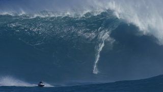 Big Wave Surfing famous  Laird Hamilton 80 – 100 Feet