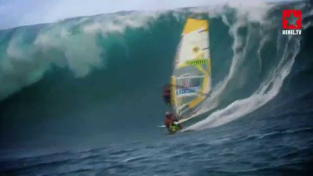 Big Wave Windsurfing & Kitesurfing in Tahiti