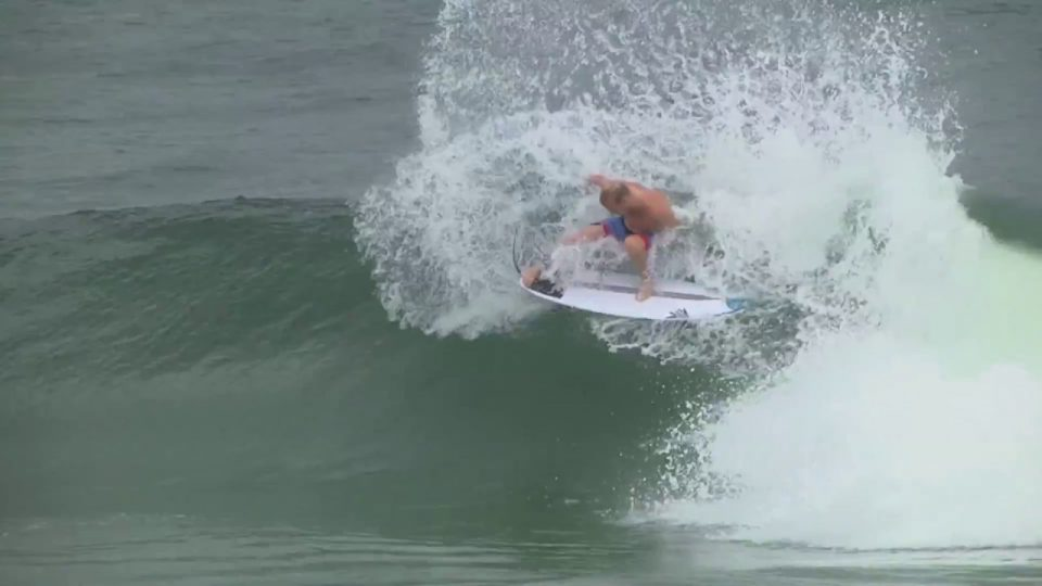 Dan Thomson and Stuey Kennedy trade waves on the SKX by Tomo Surfboards