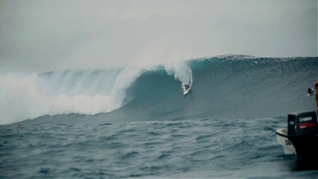 Kelly Slater Paddles Into Huge Cloudbreak | May 26th, 2018